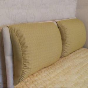 Подушки на изголовья  кровати - после